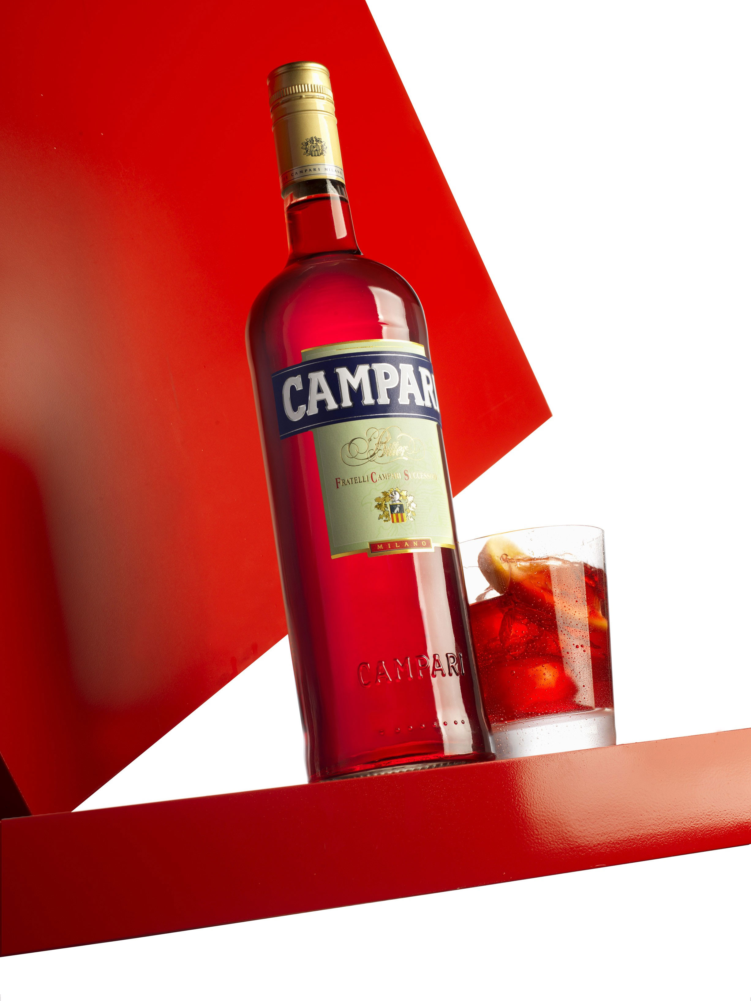 Cocktail-Gläser Campari Soda - Sommer-Cocktail mit sexy Penelope Cruz