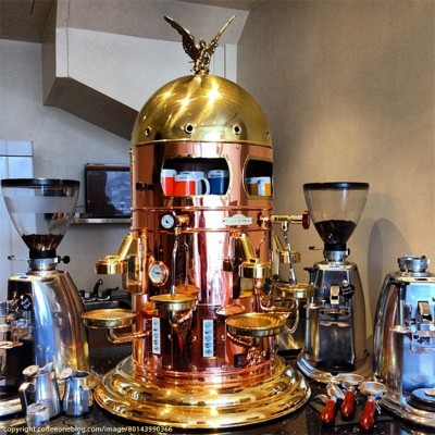 kaffee-espresso-maschine-old-school-gold